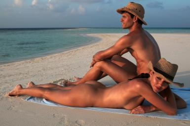 beach-couple-nude-cs-favim-com-4929432